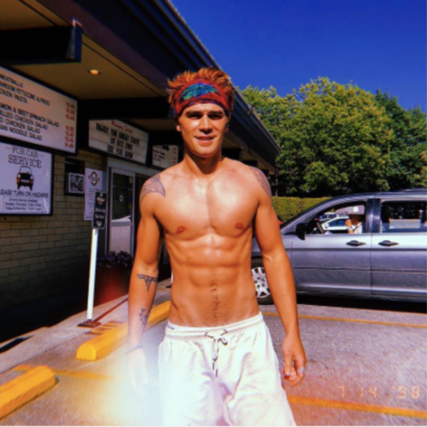 KJ_Apa_Tattoos_Biene