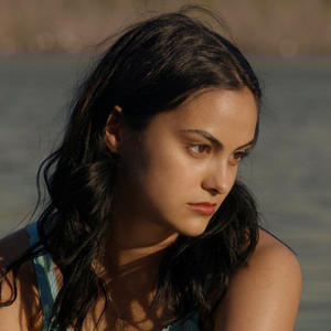 "Camila Mendes in ihrer Rolle als ""Ester"" in ""Coyote Lake"""