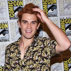 Auf Instagram hat KJ Apa fast 15 Millionen Follower.