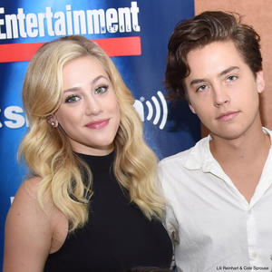 Lili Reinhart & Cole Sprouse schwänzen den Red Carpet!